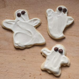 Halloween Ghost Sugar Cookies with Cream Cheese Frosting | pinchmysalt.com