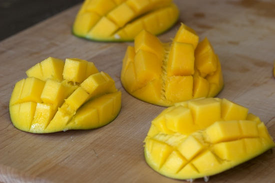 How to chop Mangoes