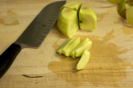 Now cut each apple quarter into five or six slices.