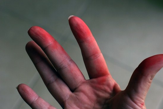 Fingers stained red from red velvet cake | pinchmysalt.com