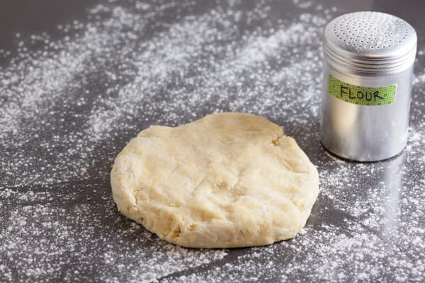 Rolling out pie dough | pinchmysalt.com