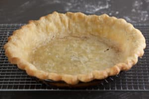 Blind baked crust for Lemon Cream Pie | pinchmysalt.com