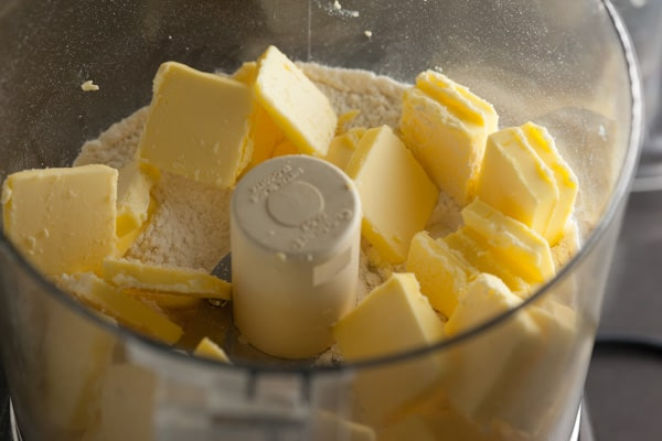 Flour, Salt, Sugar, Butter in Cuisinart for Sourdough Pie Crust | pinchmysalt.com