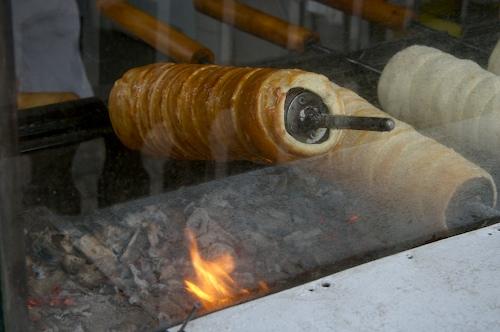 Roasting Kurtoskalacs