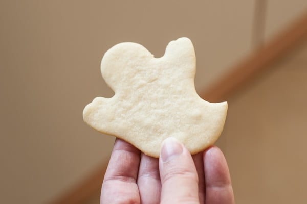 Halloween Ghost Sugar Cookie with Cream Cheese Frosting | pinchmysalt.com