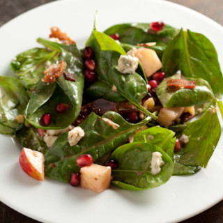 Spinach Pomegranate Salad with Bacon, Apples, and Walnuts | pinchmysalt.com