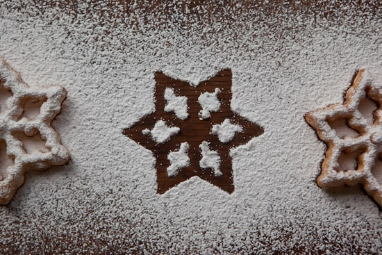 Rosette Pattern in Powdered Sugar