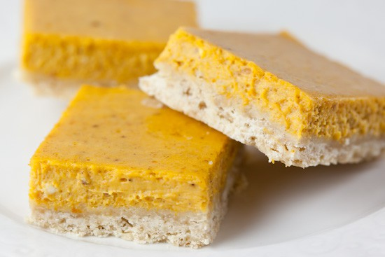 Pumpkin Cheesecake Bars with Brown Sugar Shortbread Crust | pinchmysalt.com