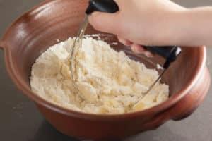 Blend butter and flour | pinchmysalt.com