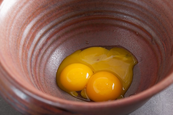 Egg yolks for lemon cream pie | pinchmysalt.com